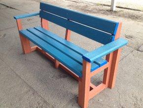 02 ba. Celoplastová lavička 3 + 2 s lakťovým opierkami, 180 cm