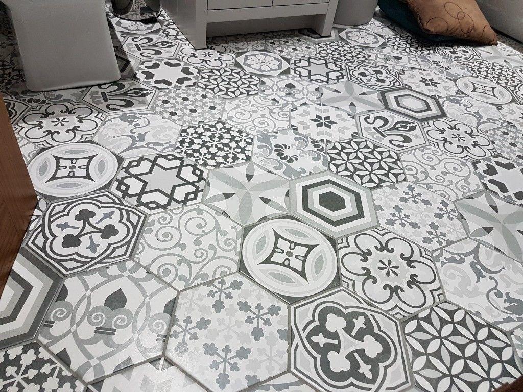 hexatile-harmony-black-white-dlazba-obklady-hexagony-patchwork-dekory-06