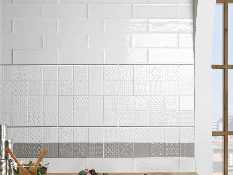monopole-esencia-relieve-bianco-brillo-obklady-obdelnik-10x30-kremova-bila-02