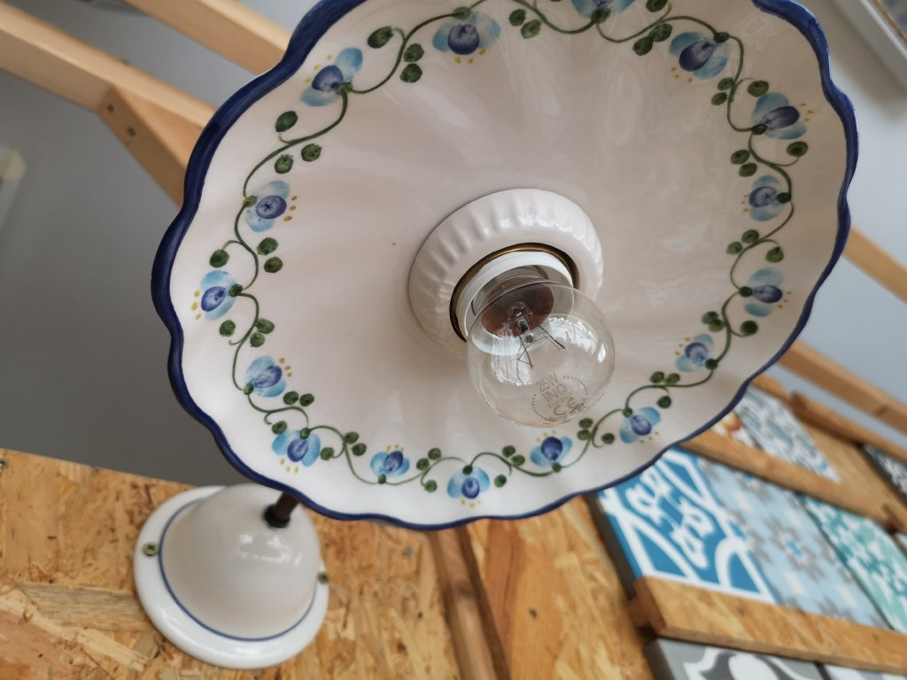 4100 nastenne keramicke dekorovane svitidlo bile