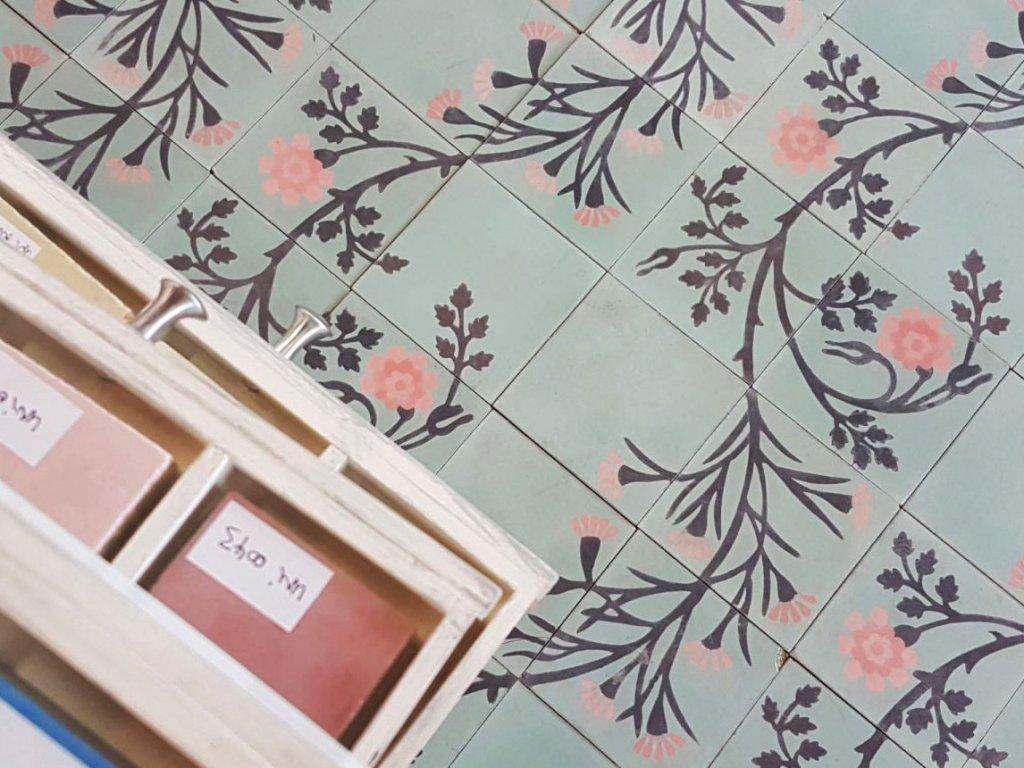 michele cementova orientalni dlazba kvetiny handmade 20x20 03