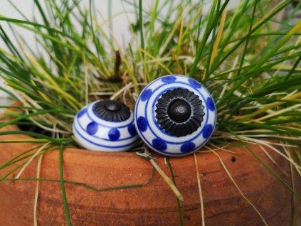 uchytka keramicka porcelanova nopka malovana modro bila