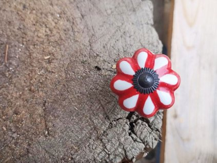 uchytka keramicka porcelanova nopka bilo cervena kyticka