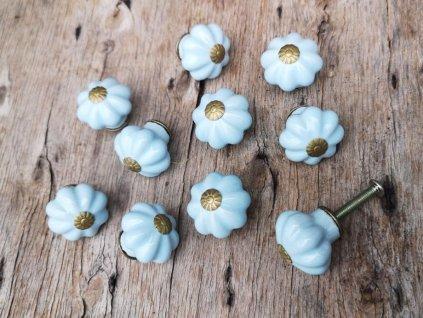 uchytka keramicka porcelanova nopka malovana selska blede modra kyticka