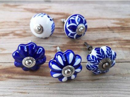 uchytka keramicka porcelanova nopka modro bila 01