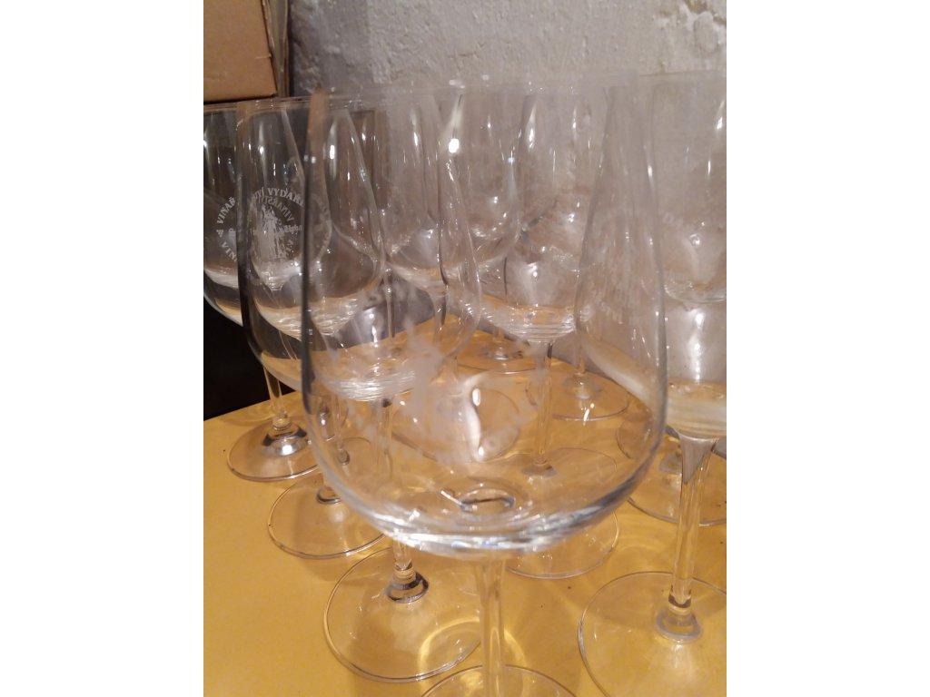 Sklenice na víno s logem
