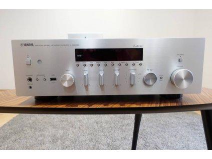 Yamaha R-N803D (stříbrná) - doprodej ze studia