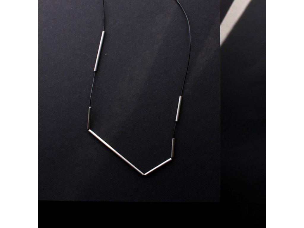 Minimalistický geometrický náhrdelník z nerezové oceli