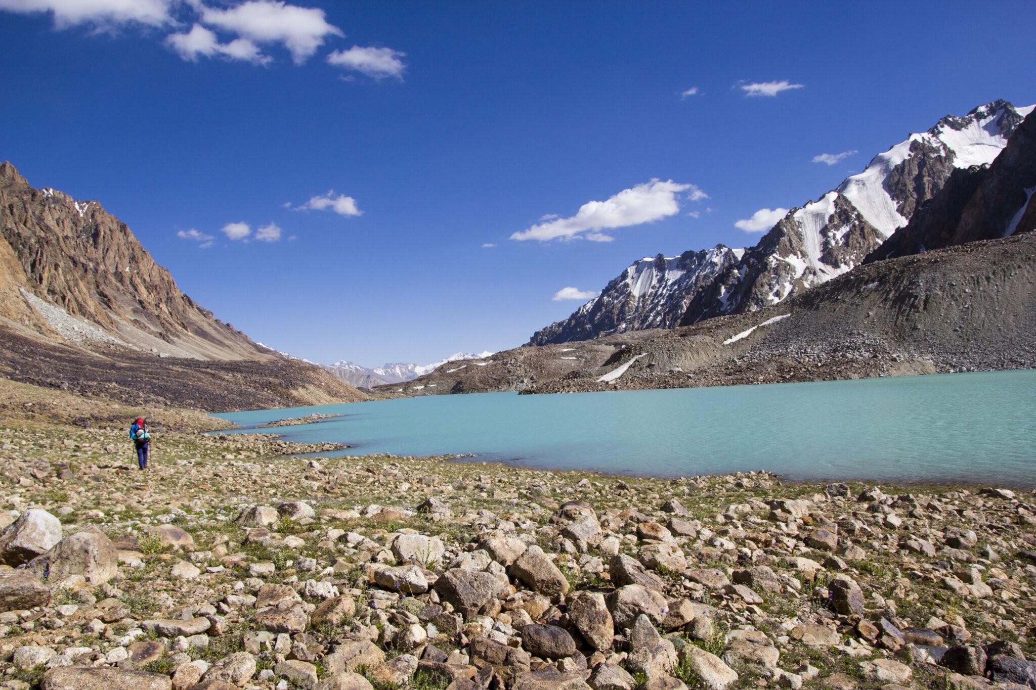 pamir-trek-jezero-scaled