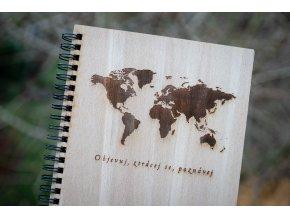 dreveny denik zapisnik gravirovany mapa sveta objevuj poznavej