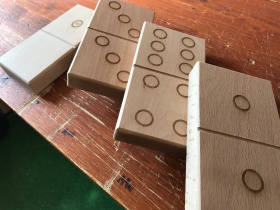 Domino dřevo