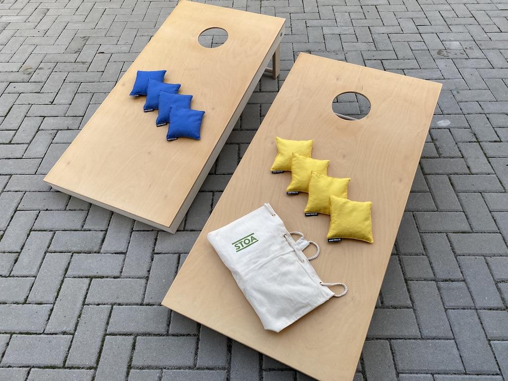 Stoa Cornhole: hrací desky a 8 sáčků Barva sáčků: modrá/žlutá