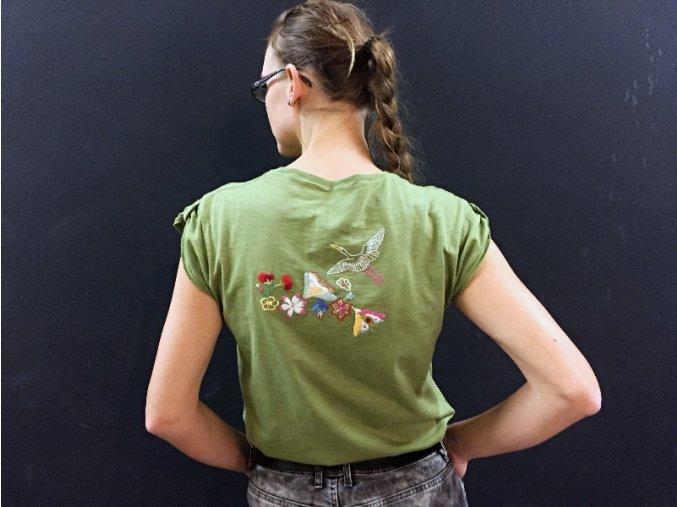Zelené tričko s květinovým vzorem