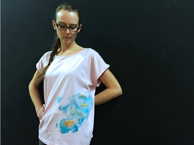 Růžové tričko s akvarelovou výšivkou