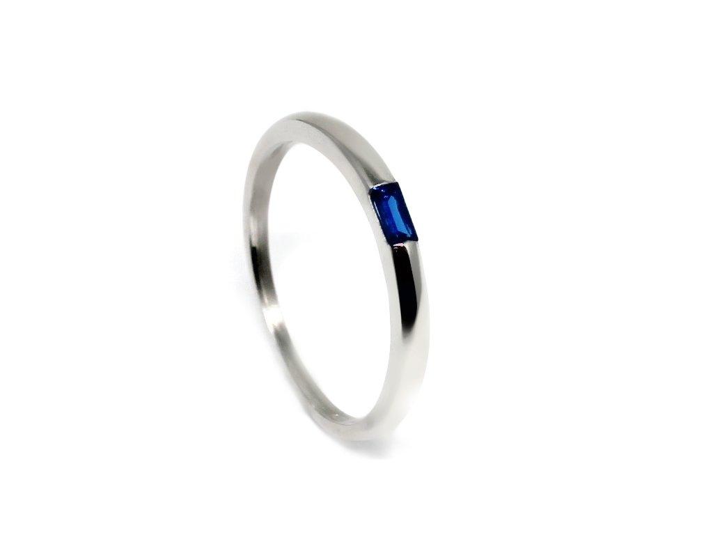Zlatý prsten z bílého zlata s modrým kamenem Lisa