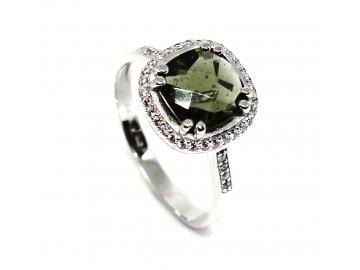 Prsten z bílého zlata s vltavínem