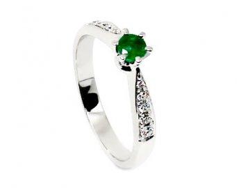 Prsten se smaragdem a diamanty bílé zlato Media