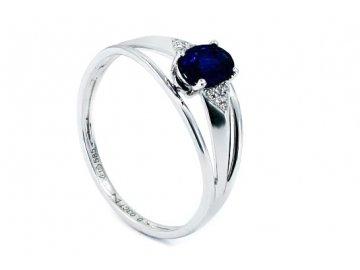Prsten z bílého zlata a safírem