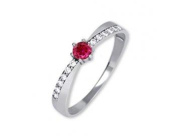 Zlatý prsten z bílého zlata zirkony a rubínem