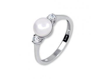 Zlatý prsten s perlou z bílého zlata