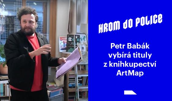 Petr Babák vybírá tituly z knihkupectví ArtMap