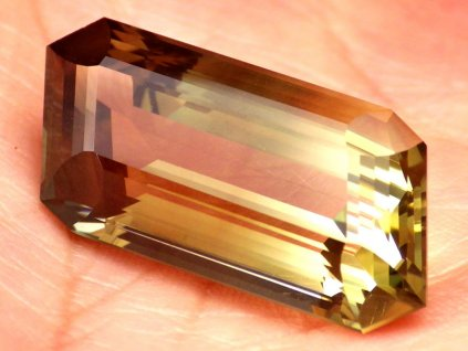 24.51 ct Oregon Sunstone W2037 01