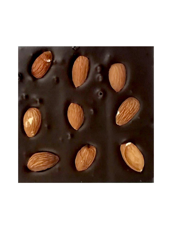 Mléčná čokoláda slazená stévií s mandlemi