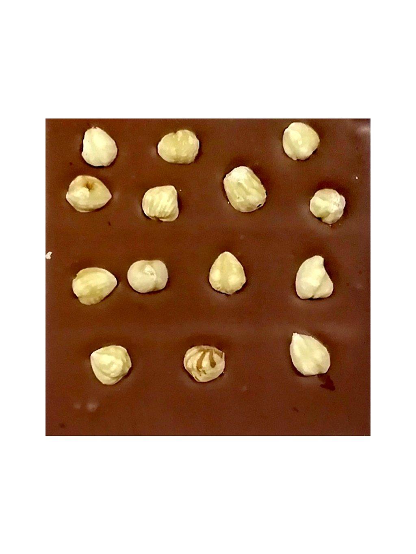 Mléčná čokoláda s lískovými ořechy slazená stévií