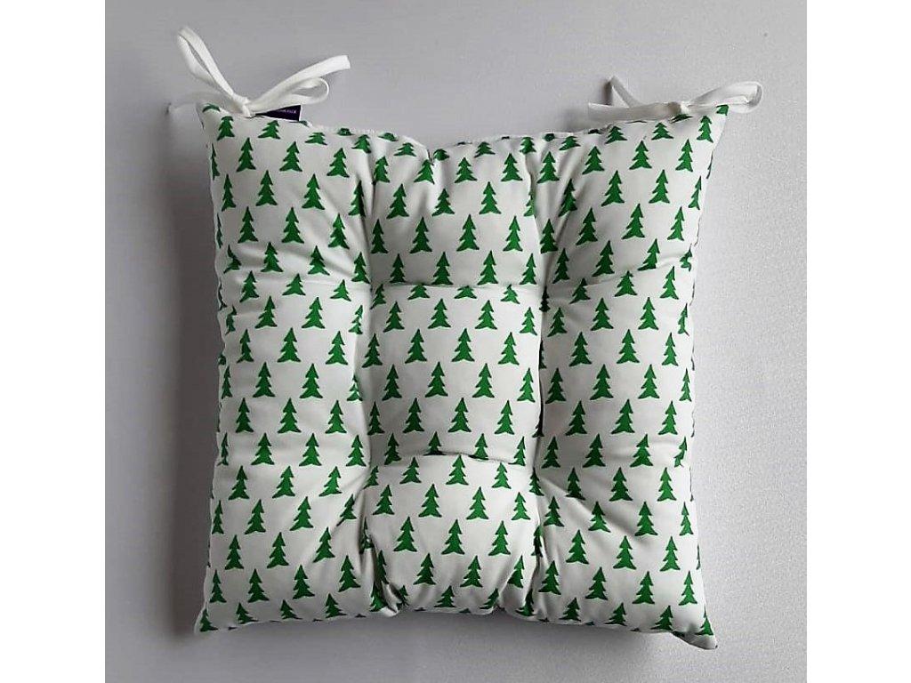 Sedák na židli  40 x 40 cm,vánoční zelené stromečky na bílém podkladu
