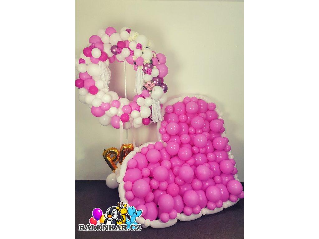 Srdce z balónků s bílým okrajem