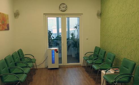 Sterilizátor vzduchu v čekárně pro pacienty v Olomouci