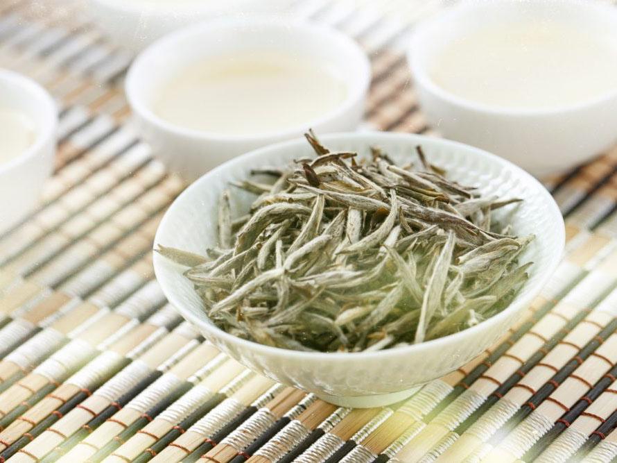 Darjeeling stříbrné jehličí nikdo v ČR nenabízí, co si o tom myslet? Mimochodem, nevzali Indové ten název Číňanům? A je ten čaj stejně dobrý?