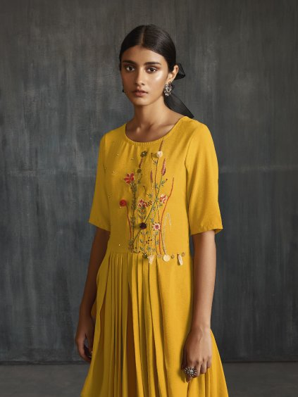 Šaty - BSY hedvábí s výšivkou – kolekce Drapes
