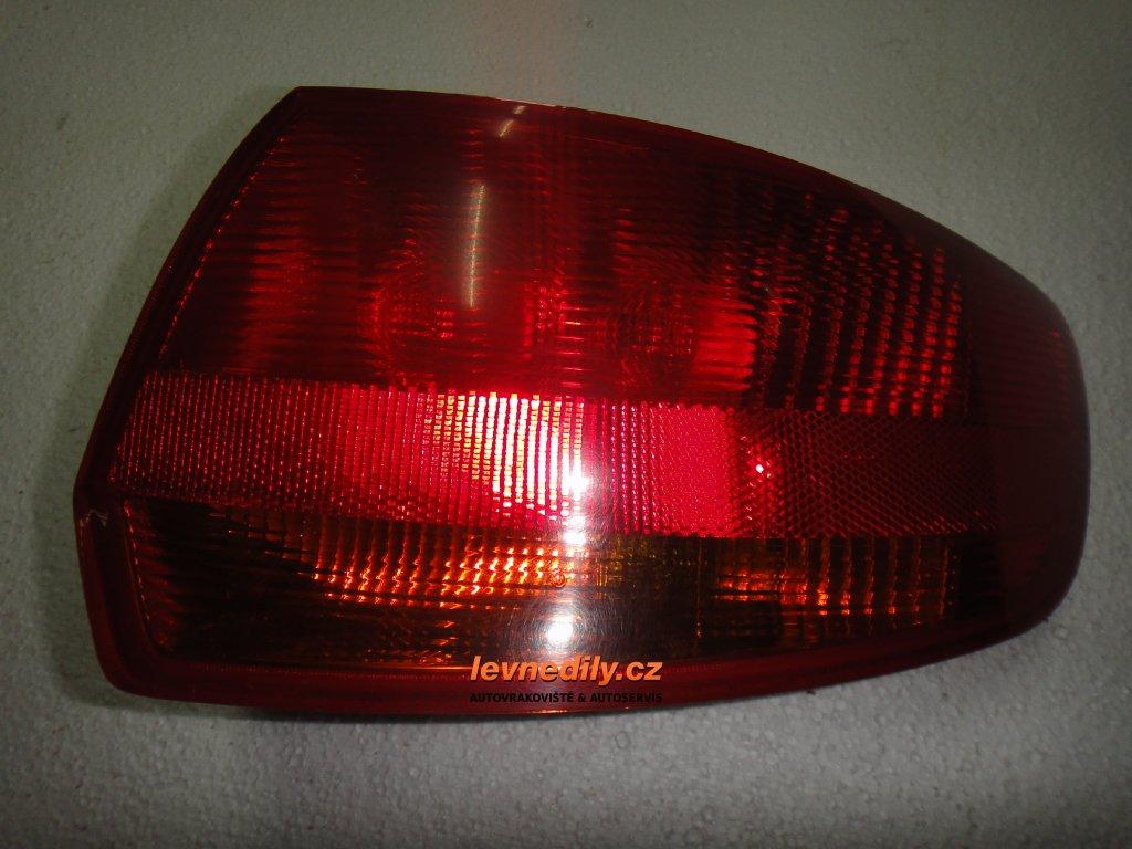 Pravé zadní světlo Audi A3 8P4945096C vnější