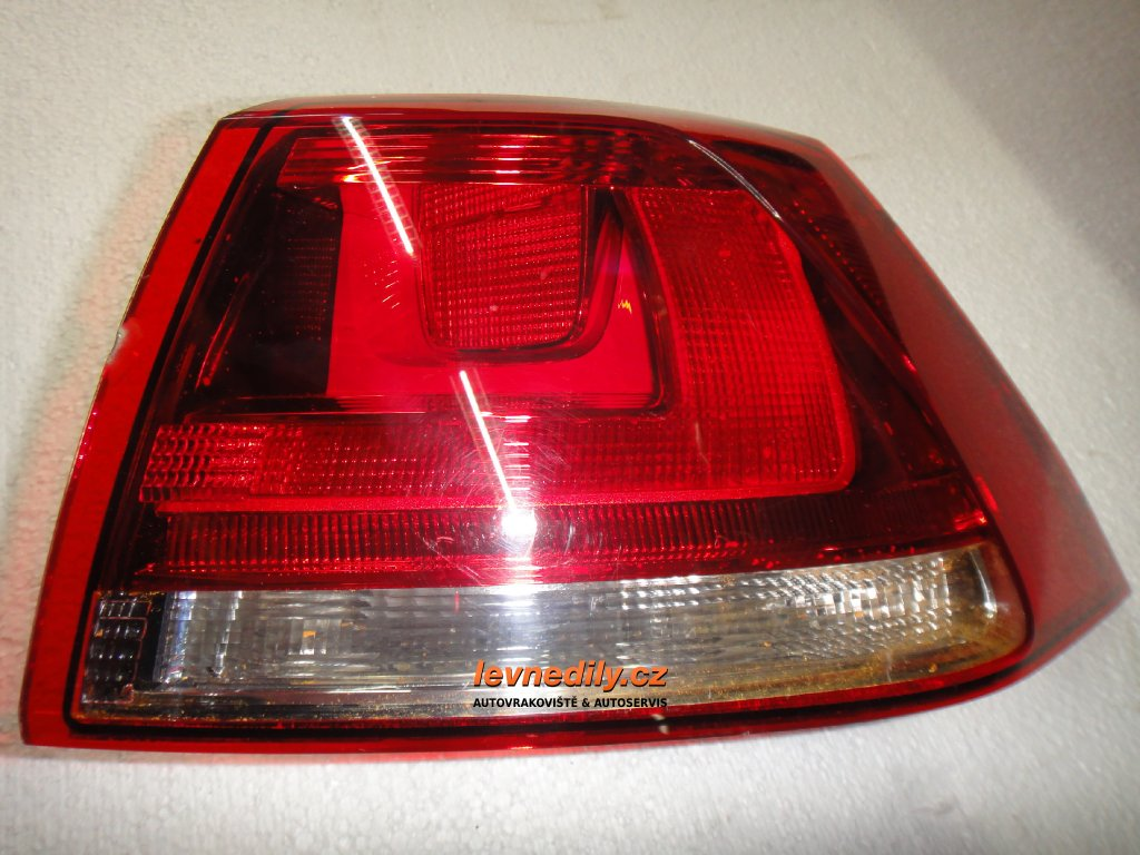 Pravé zadní světlo VW Golf VII 5G0945096M vnější