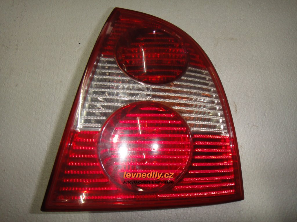 Pravé zadní světlo VW Passat 3B5945096AE