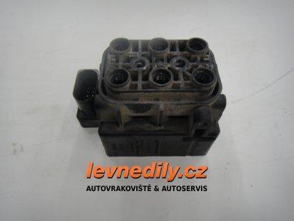 7P0698014 Kostka na vzduch VW Touareg