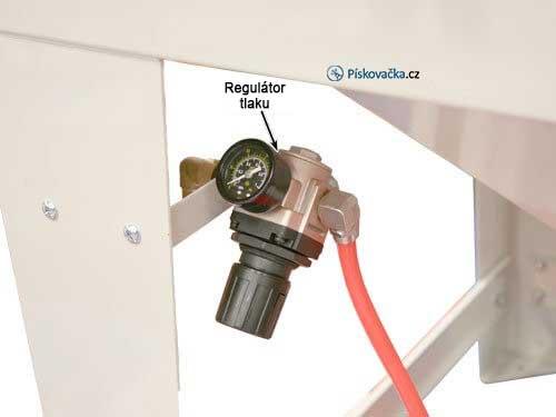 pískovací-box-990l-regulátor-tlaku