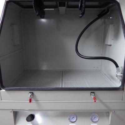 tryskací prostor tlakového pískovacího boxu SBC 990