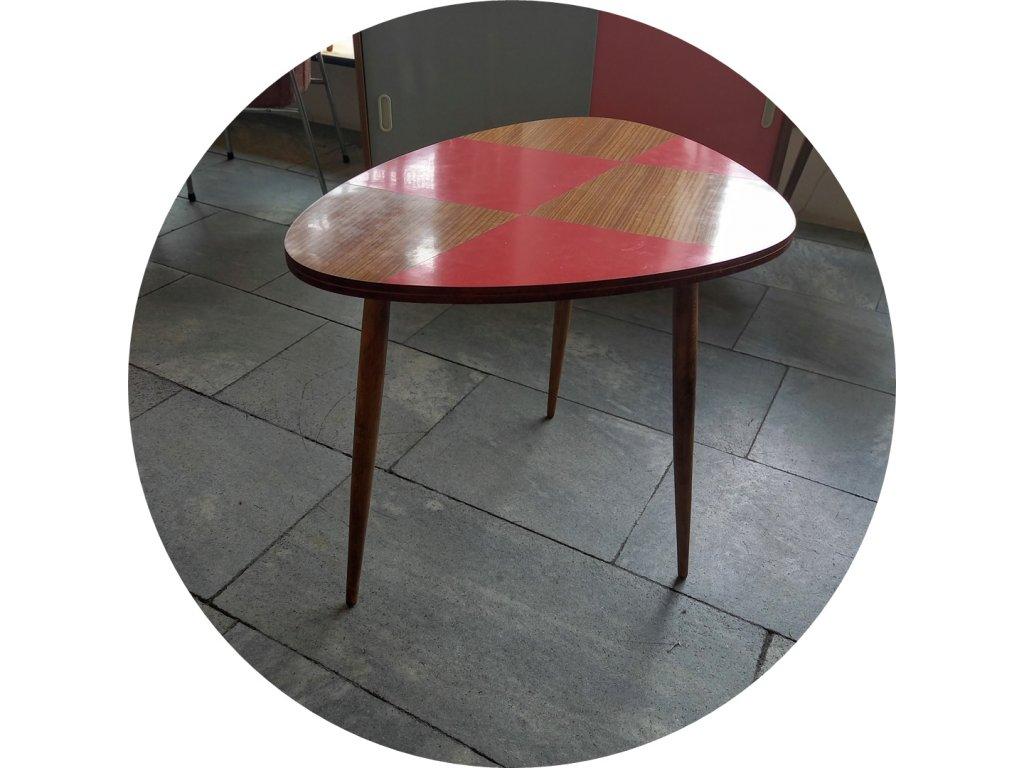 trsátko stolek