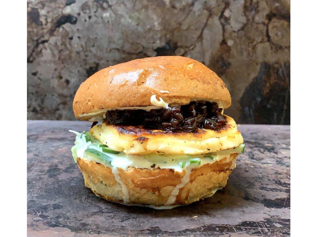 Nový Vegetarián – HALLOUMI BURGER – 125g grilované halloumi s tzaziki + bramborové hranolky
