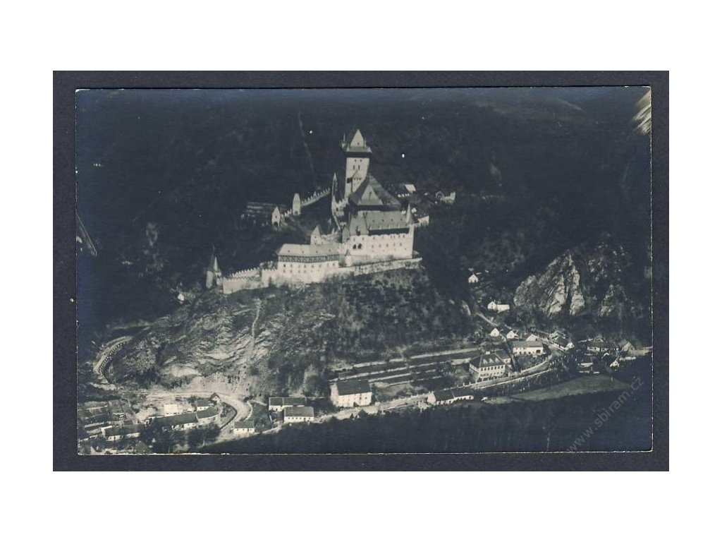 02 - Berounsko, Karlštejn, pohled z letadla, nakl. Klub čsl. turistů, cca 1922