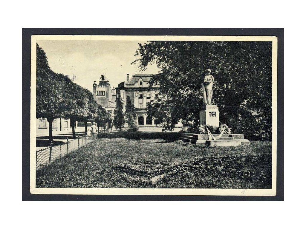 52 - Prostějov, Národní dům, Havlíčkům pomník, cca 1914