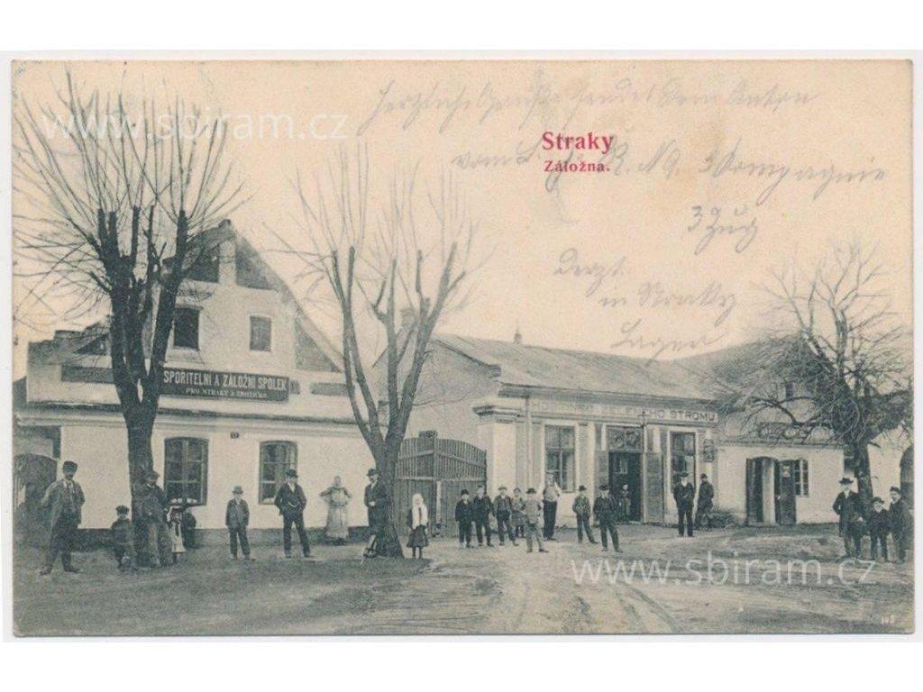 40 - Nymbursko, Straky, oživená partie před hostincem a záložnou, 1900