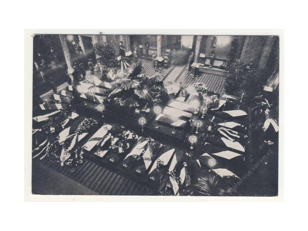 Rakve popravených mučedníků, ca 1930
