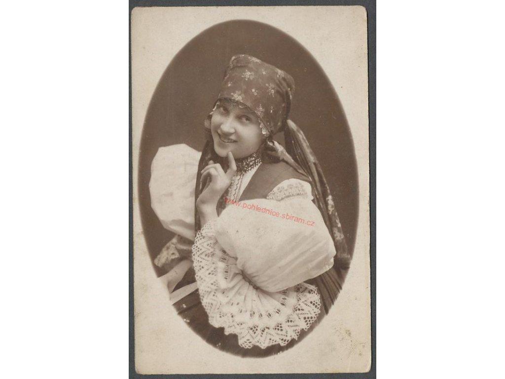 Děvče v kroji, cca 1910