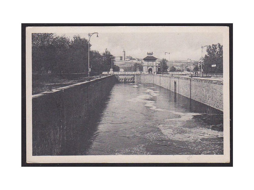 35 - Mělník (Melnik), vodní kanál, cca 1940