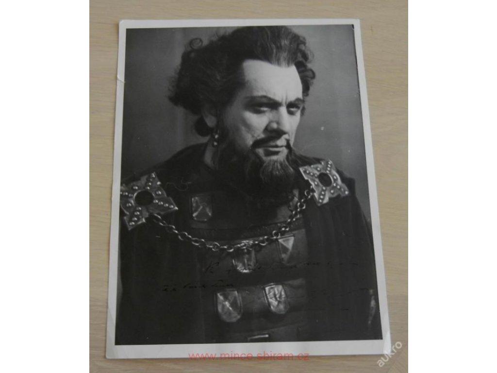 Zdeněk Štěpánek, potrét s věnováním, 1952 ()