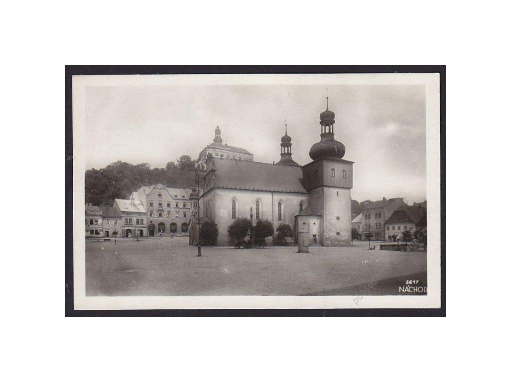 38 - Náchod, náměstí s kostelem, cca 1938