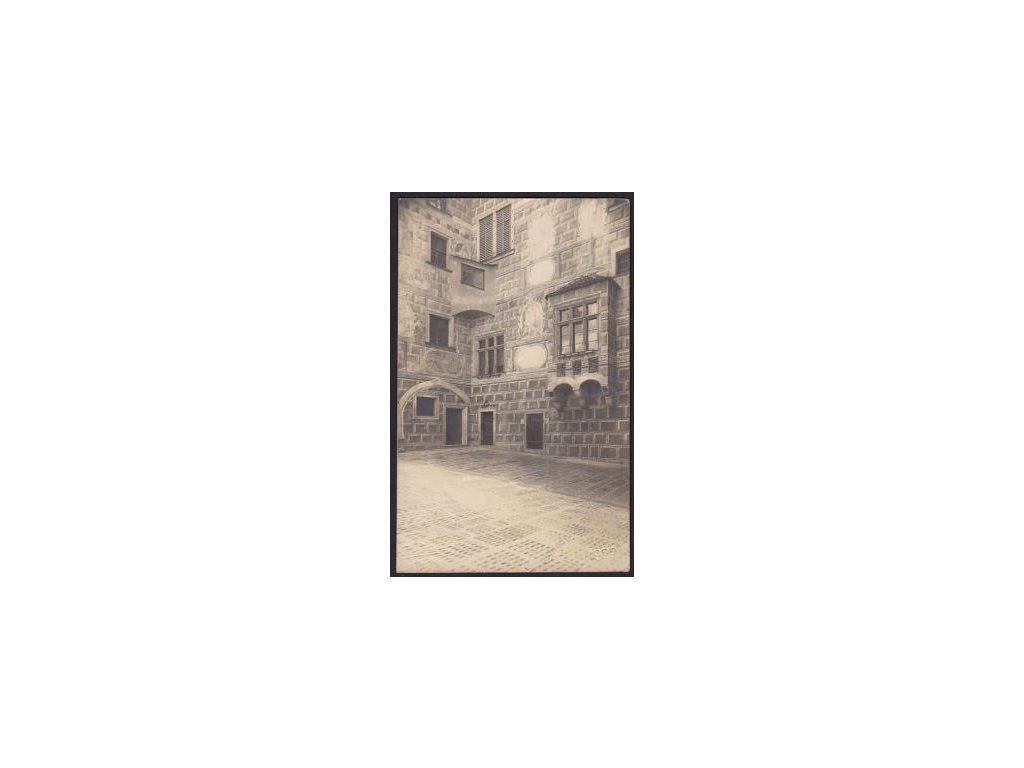13 - Český Krumlov, nádvoří zámku, foto Seidel, cca 1922